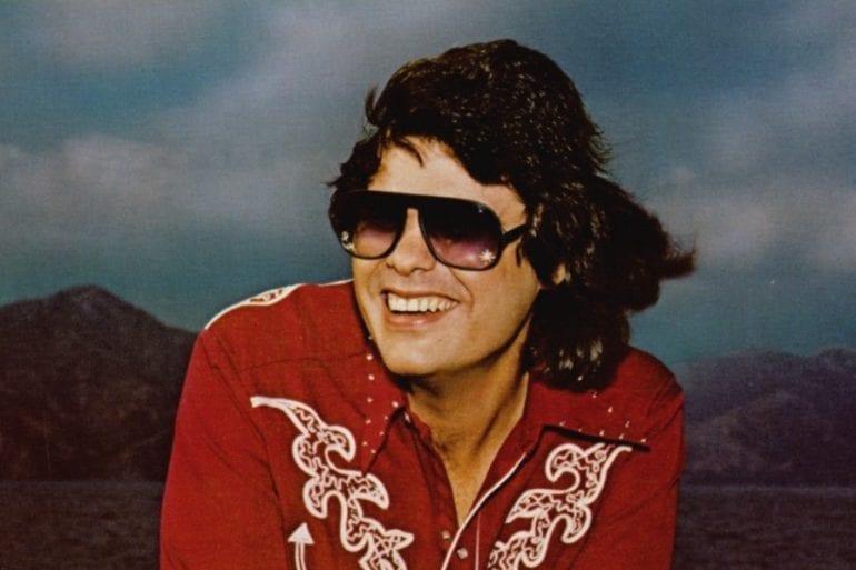 Ronnie Milsap wearing sunglasses
