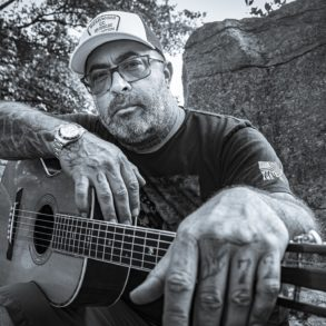 Aaron Lewis with his hand on another man's shoulder